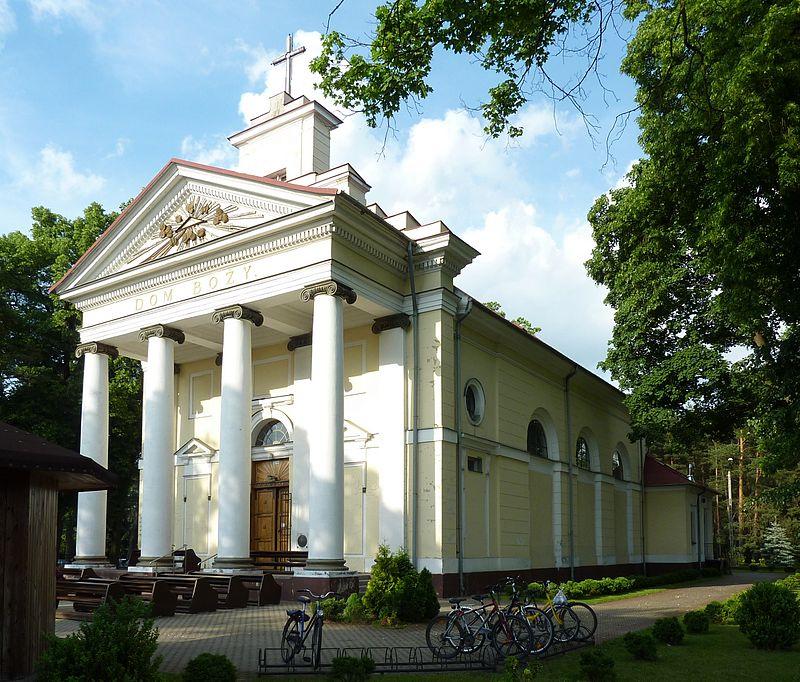 800px-Kościół_pw_św_Wojciecha_w_Wiązownie